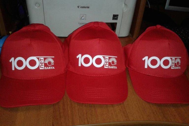 печать на кепках в Москве недорого